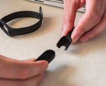 Does The Fitbit Charge 2 Come With a Charger